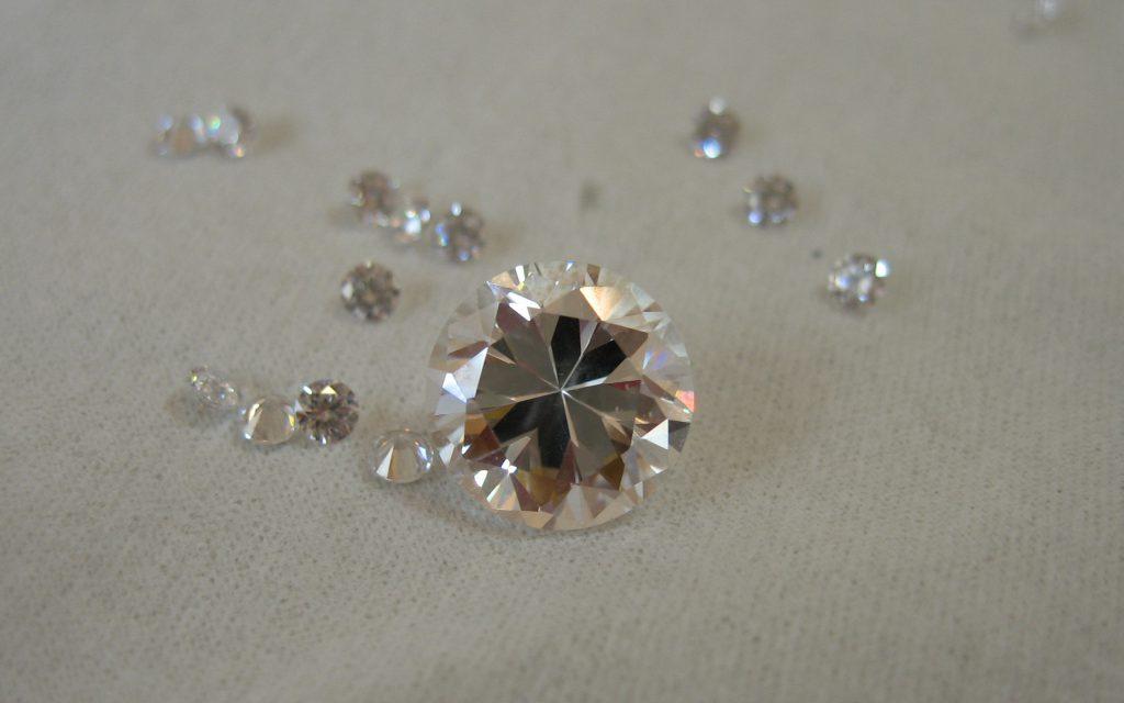 ダイヤモンドは石ころです